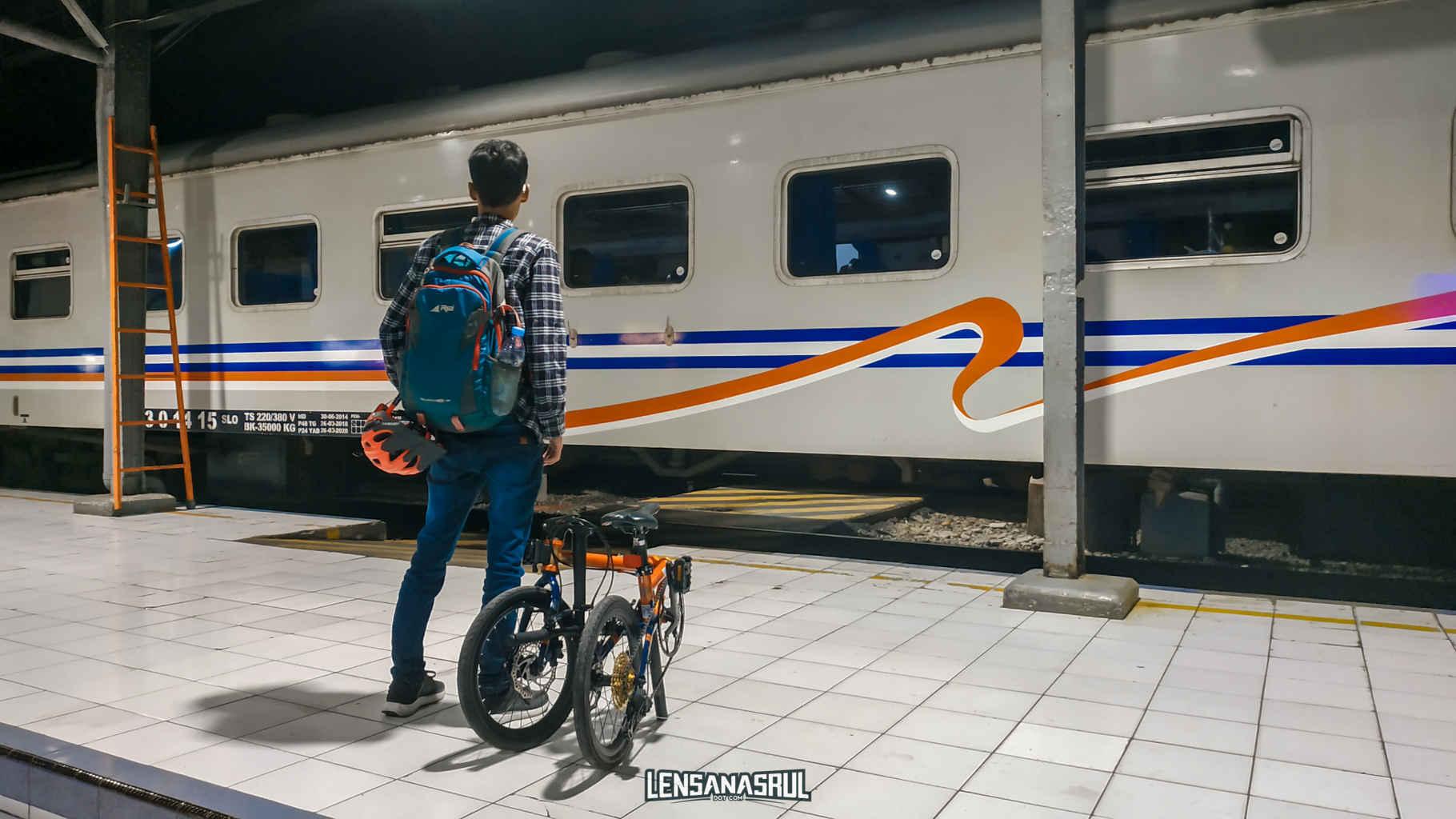 membawa sepeda di kereta api
