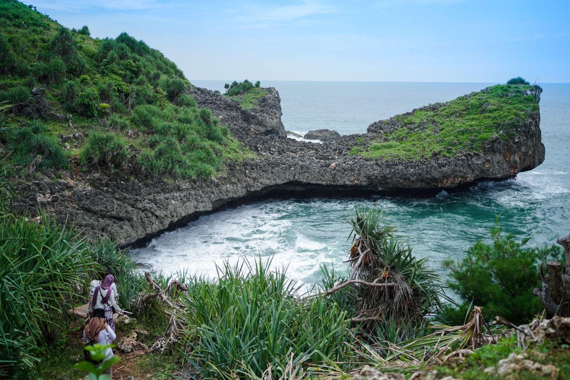 Melihat Pemandangan Laut Luas Di Tajung Kesirat A K A Pantai Kesirat Gunung Kidul Yogyakarta
