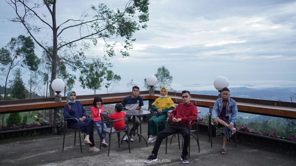 foto bersama keluarga di umbul sidomukti