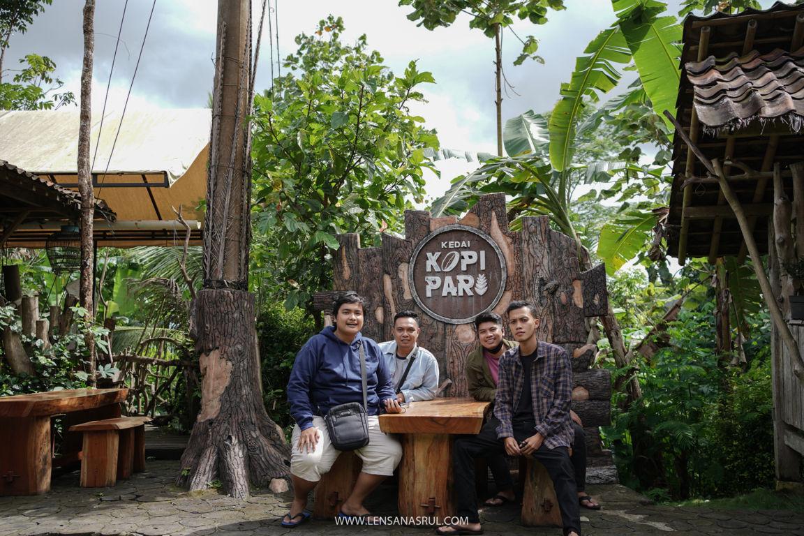 kedai kopi pari bersama kerabat