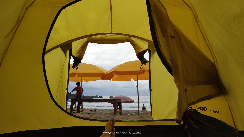 tidur di tenda