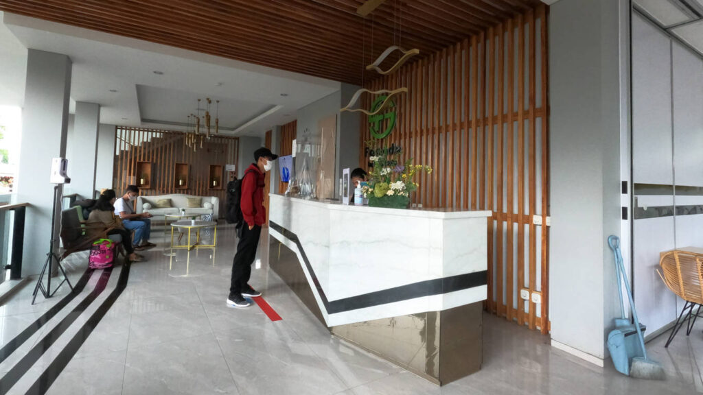 resepsionis Facade Boutique Hotel by Azana Tawangmangu
